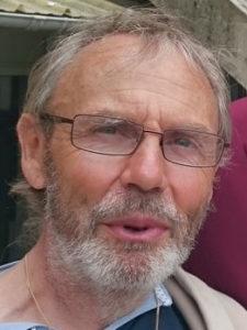Père Damien Sauzeau, curé de la paroisse