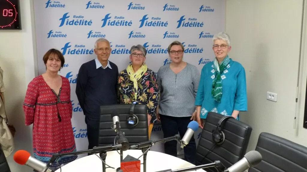 De gauche à droite : Florence Huet, animatrice, Robert Bioteau, membre du CMR, Margot chevalier, trésorière de la fédération 44 du CMR, Isabellee Nagard et Claudine Cesbron, présidente du CMR