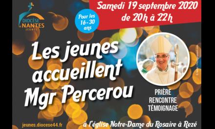 Les jeunes accueillent Mgr Percerou