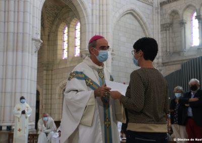 Remise d'une lettre de mission par Mgr Percerou
