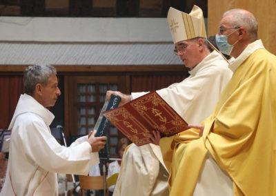 20210925_ordination-diaconat-permanent-emmanuel-meriaux_remise-evangeliaire
